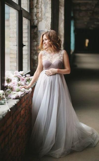 1d2ce8634161c9 На не дуже великому терміні, коли животик та ще не видно, можливо підібрати  любий фасон сукні. Но коли ваше щастя вже добре видно, знайти підходящу  сукню ...