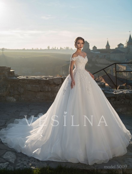 Collection «Flower on the stone»: Wedding dress, model 5009 from Vesilna™ — for wholesale and retail фото